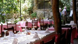 A view of the outdoor tables inrestaurant Es Guix